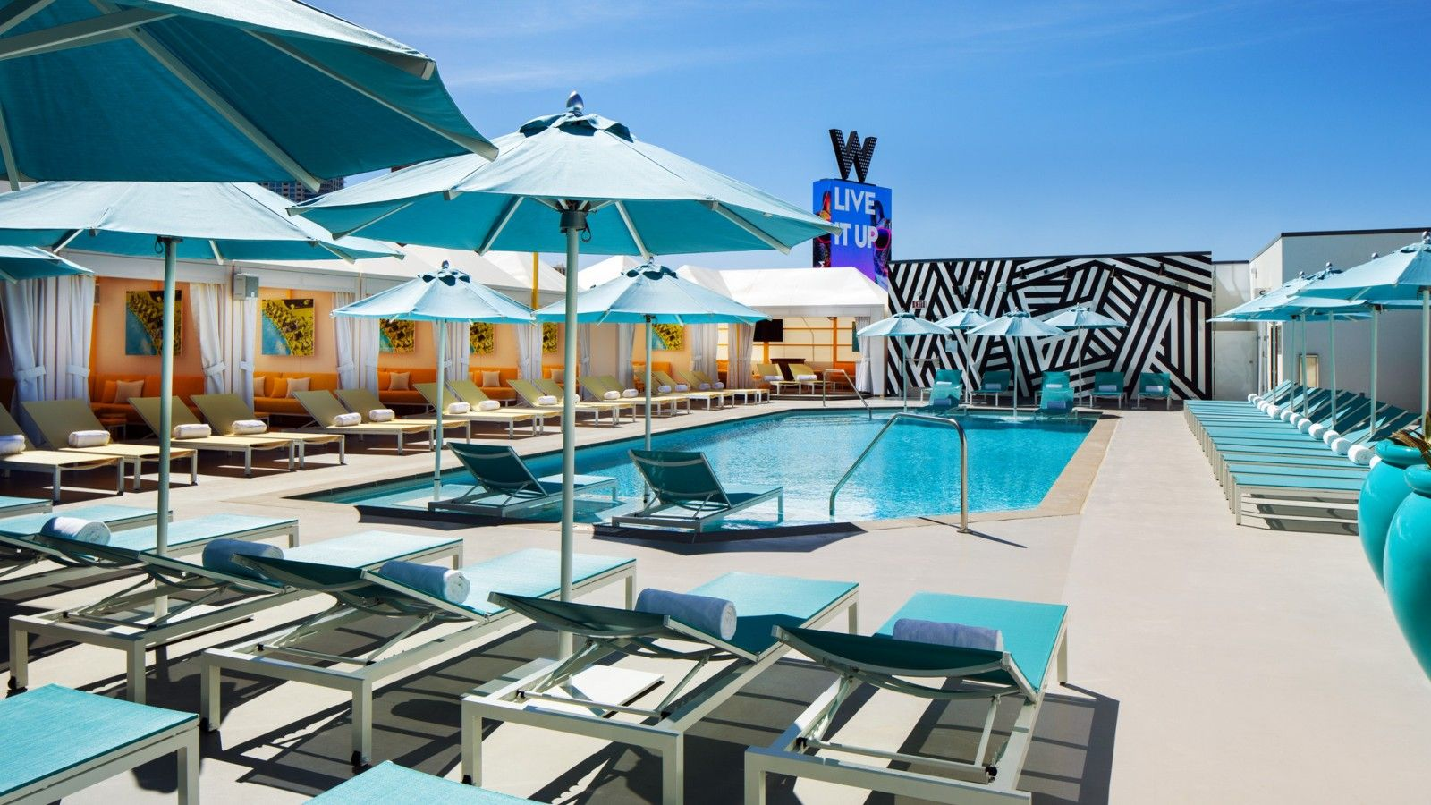 Wet Deck Pool - Outdoor Social Events in Las Vegas